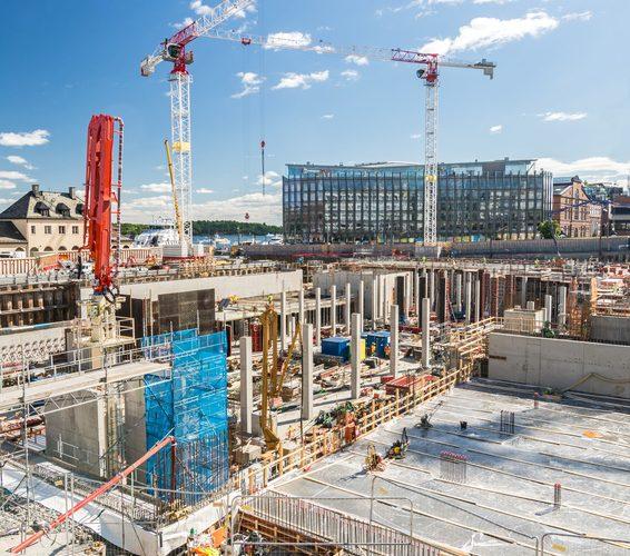 Baustelle Kräne Rohbau Neubaugebiet